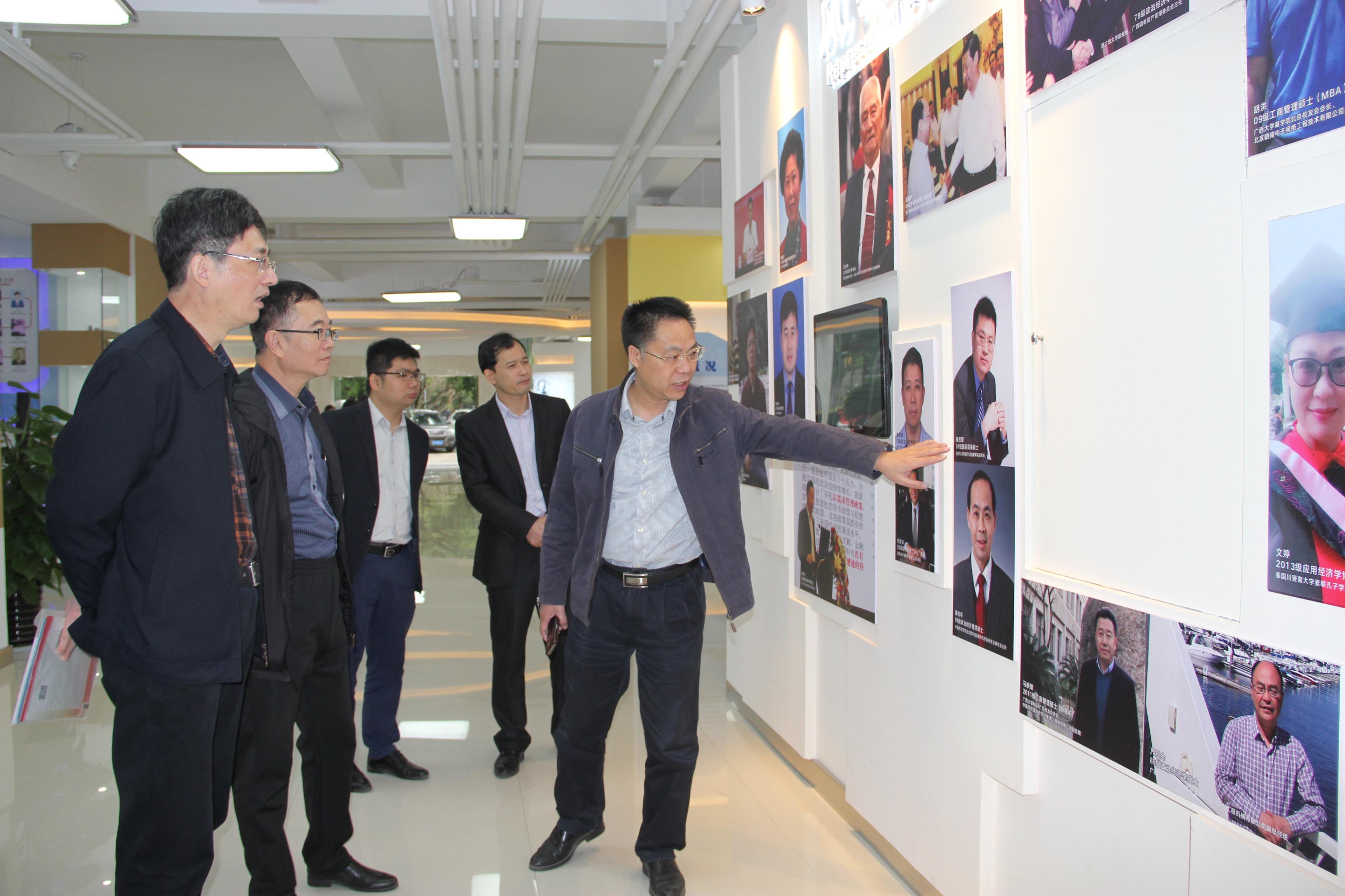 李自茂院长介绍了赣南师范大学商学院的基本情况.图片